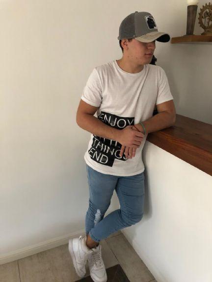 Axel, Chico de San Isidro buscando una cita ciegas
