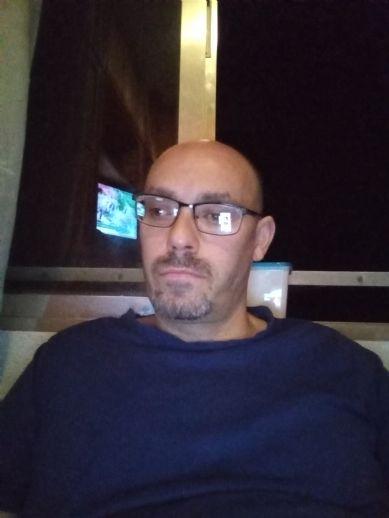 Luis, Hombre de Madrid buscando amigos
