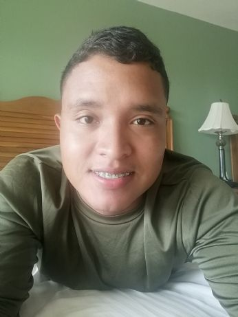 Andrés , Chico de Panamá buscando conocer gente
