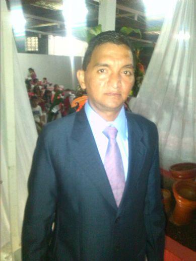 Luis f, Hombre de San Cristóbal buscando una cita ciegas