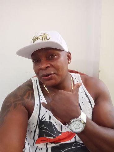 Monchy, Hombre de Pereira buscando amigos