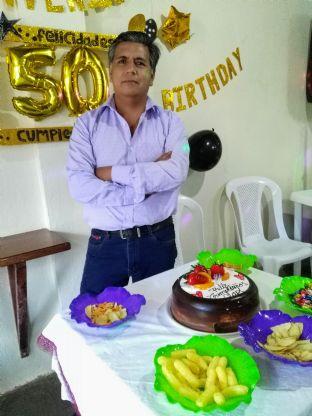 Luis, Hombre de Quito buscando una cita ciegas