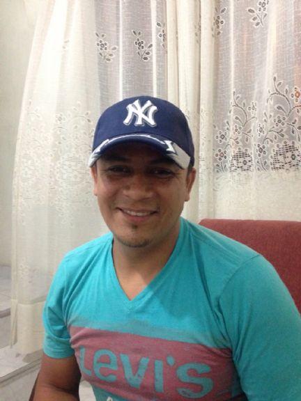Juan guillermo, Hombre de Medellín buscando conocer gente