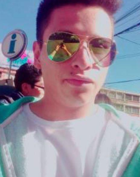 Israel, Chico de La Paz buscando conocer gente