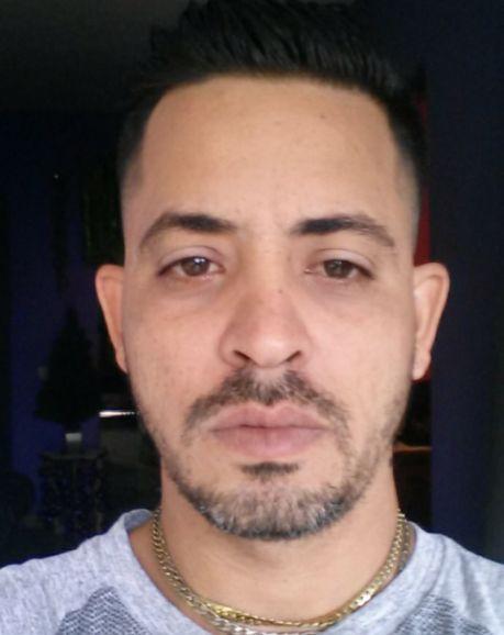 Agustin eduardo, Hombre de Holguín buscando una cita ciegas