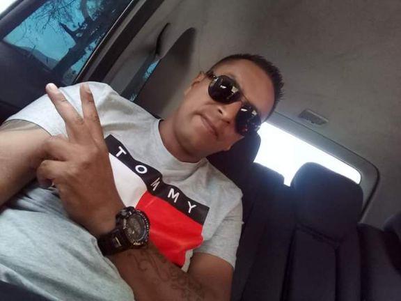 Carlos diaz, Hombre de Guayaquil buscando una cita ciegas
