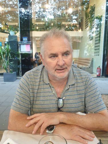 Josep fontdevila, Hombre de Perú buscando una cita ciegas