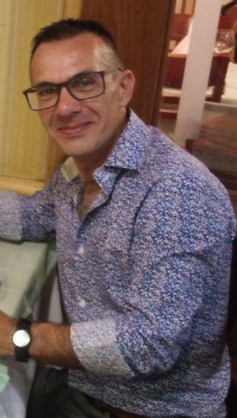 Roberto, Hombre de Montevideo buscando una cita ciegas