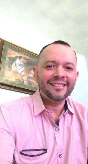 Hector santiago esco, Hombre de Dallas buscando pareja