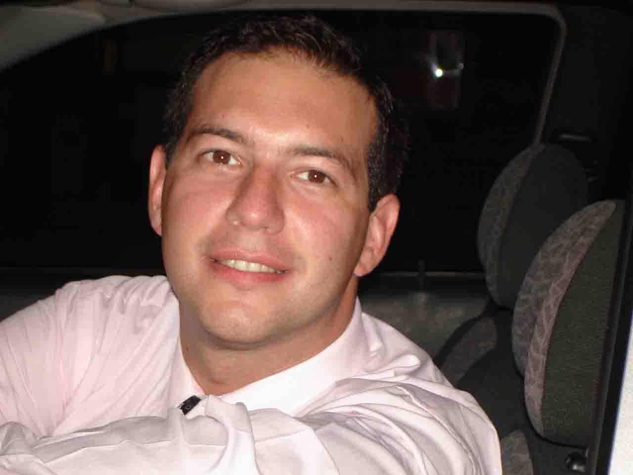 El_bichito, Hombre de Paternal buscando una cita ciegas