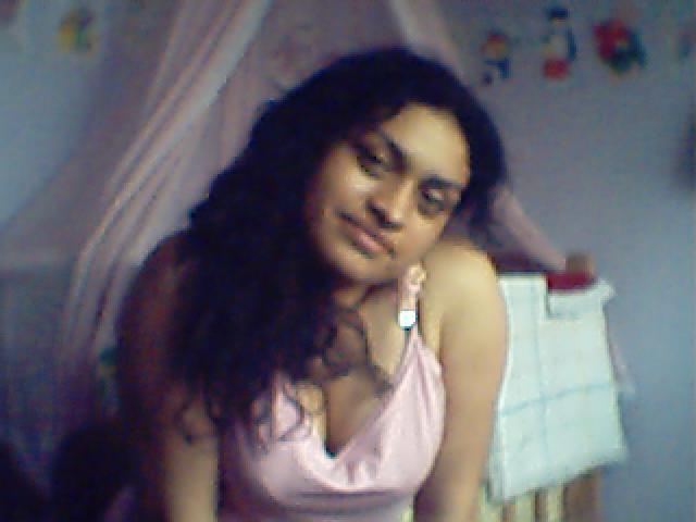 Johgioluna, Chica de Lima buscando una relación seria