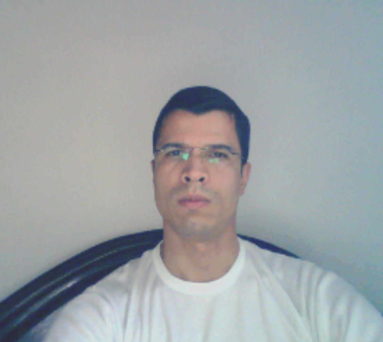 Mauroleon, Hombre de Medellin buscando amigos