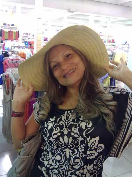 Petite 3xy, Mujer de San José buscando pareja