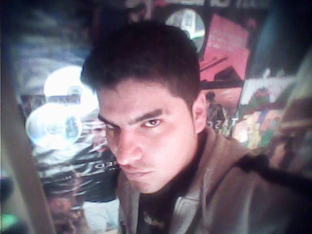 Rojomix, Chico de Coronel Juan Sola buscando una relación seria